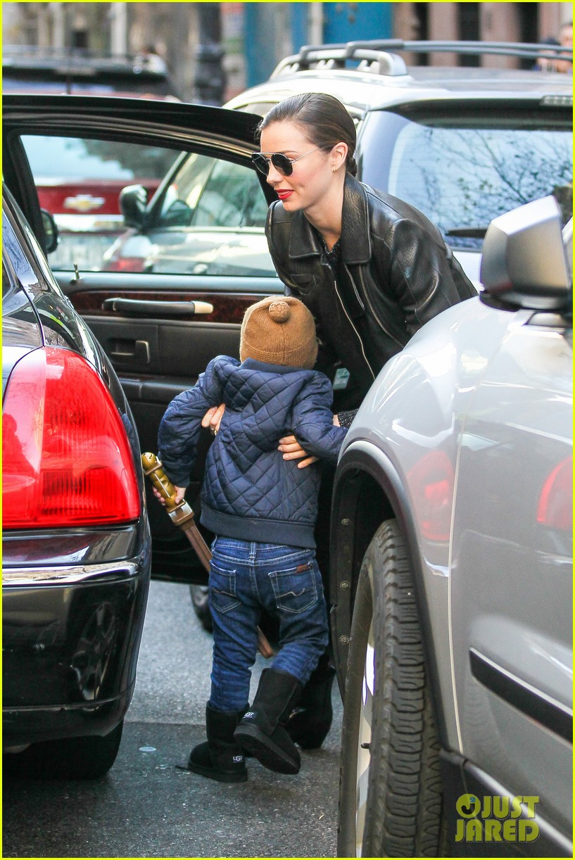 miranda kerr drops off flynn for day with daddy orlando bloom 173002995