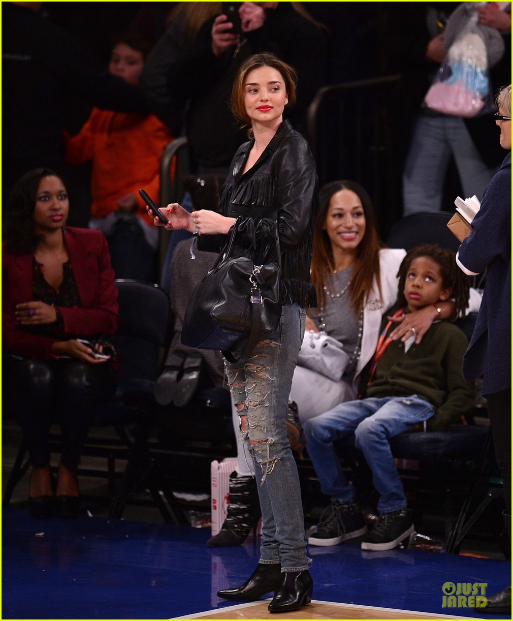 miranda kerr knicks game with cousin bec 01