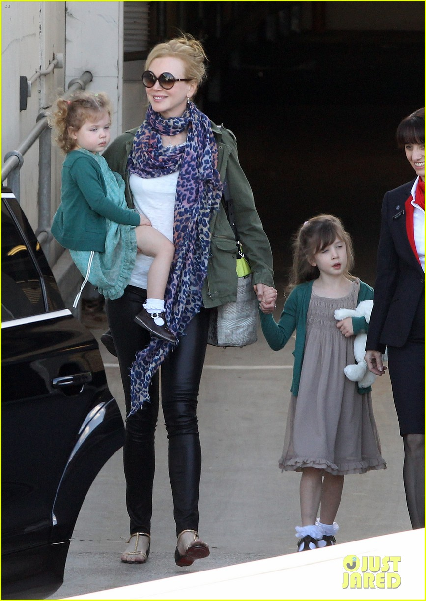nicole kidman australia arrival with faith sunday 02