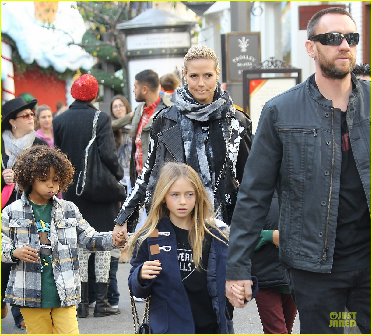 heidi klum visits santa claus with the kids 023015970
