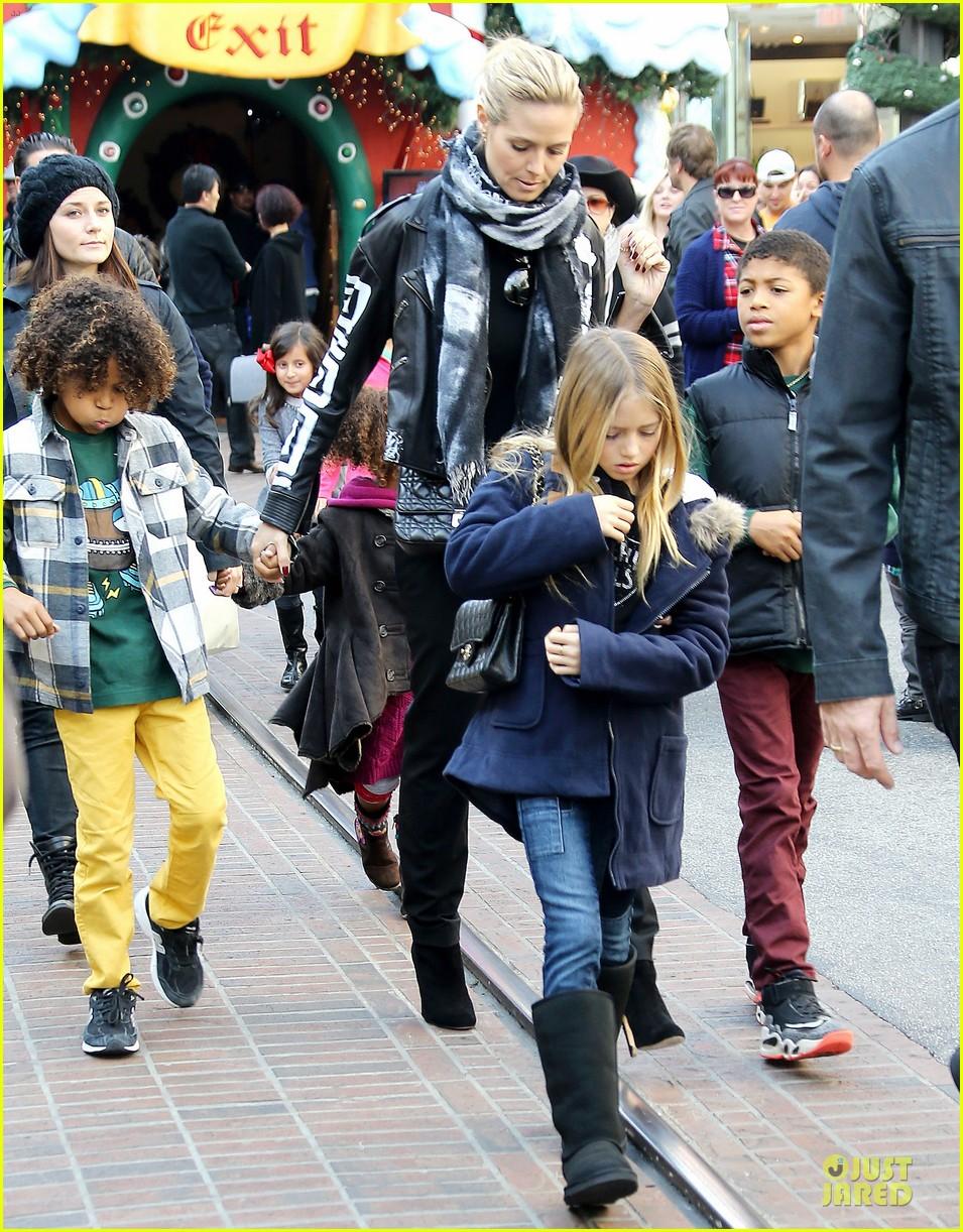 heidi klum visits santa claus with the kids 033015971