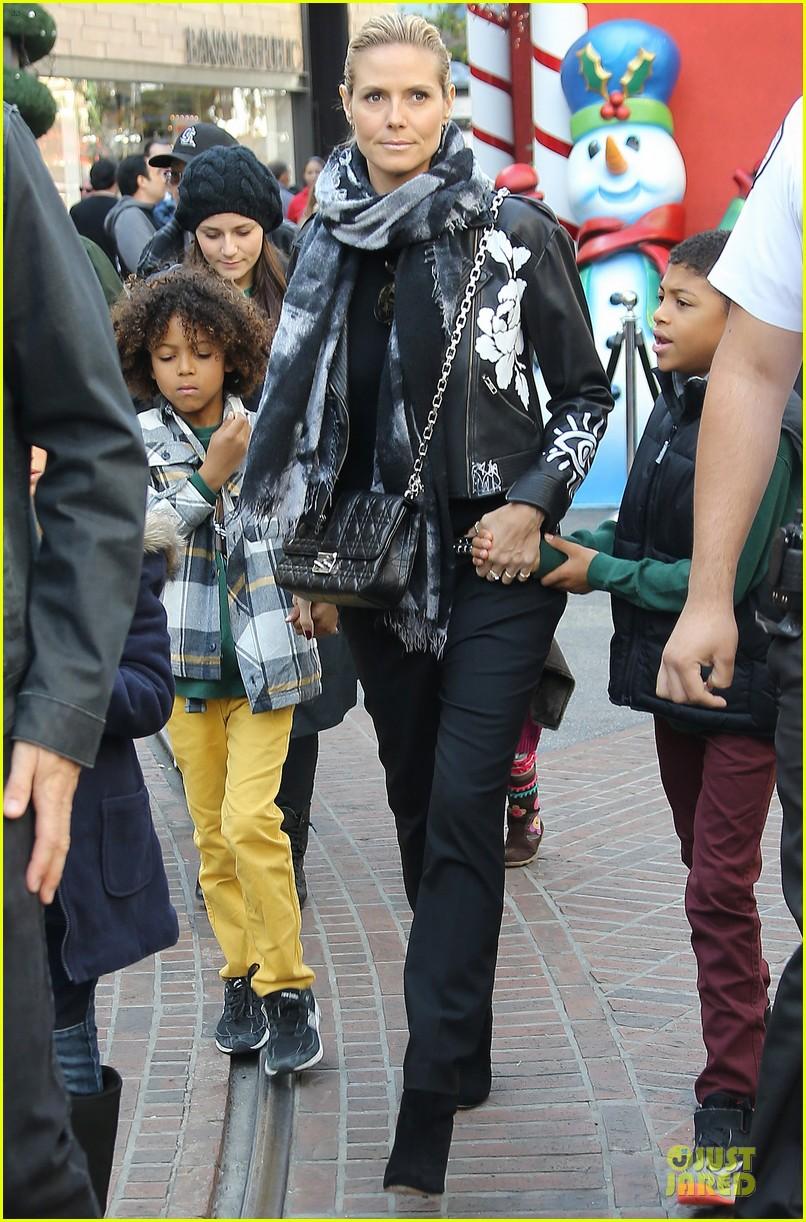 heidi klum visits santa claus with the kids 053015973