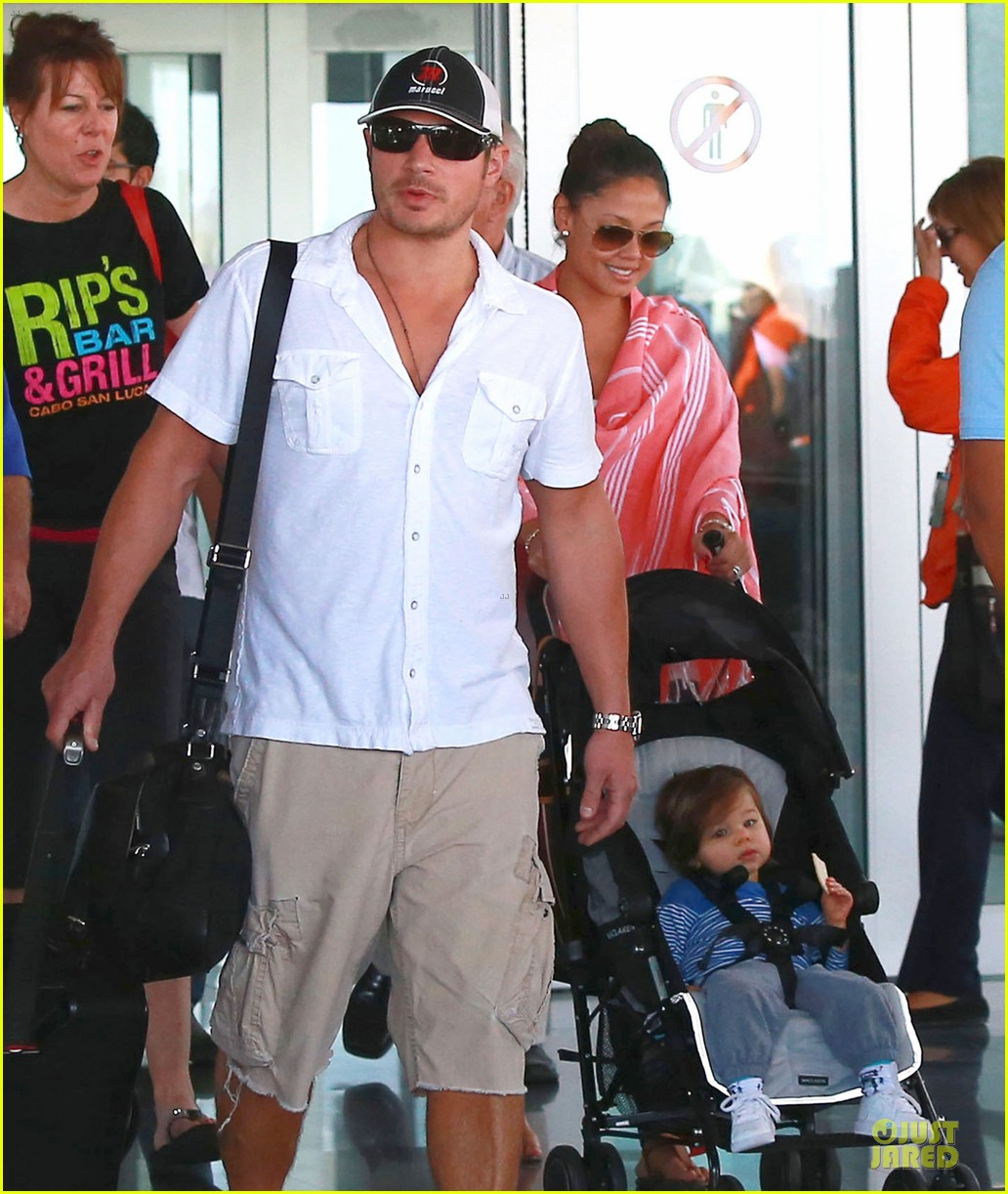 nick lachey cabo san lucas arrival with vanessa minnillo 023020085