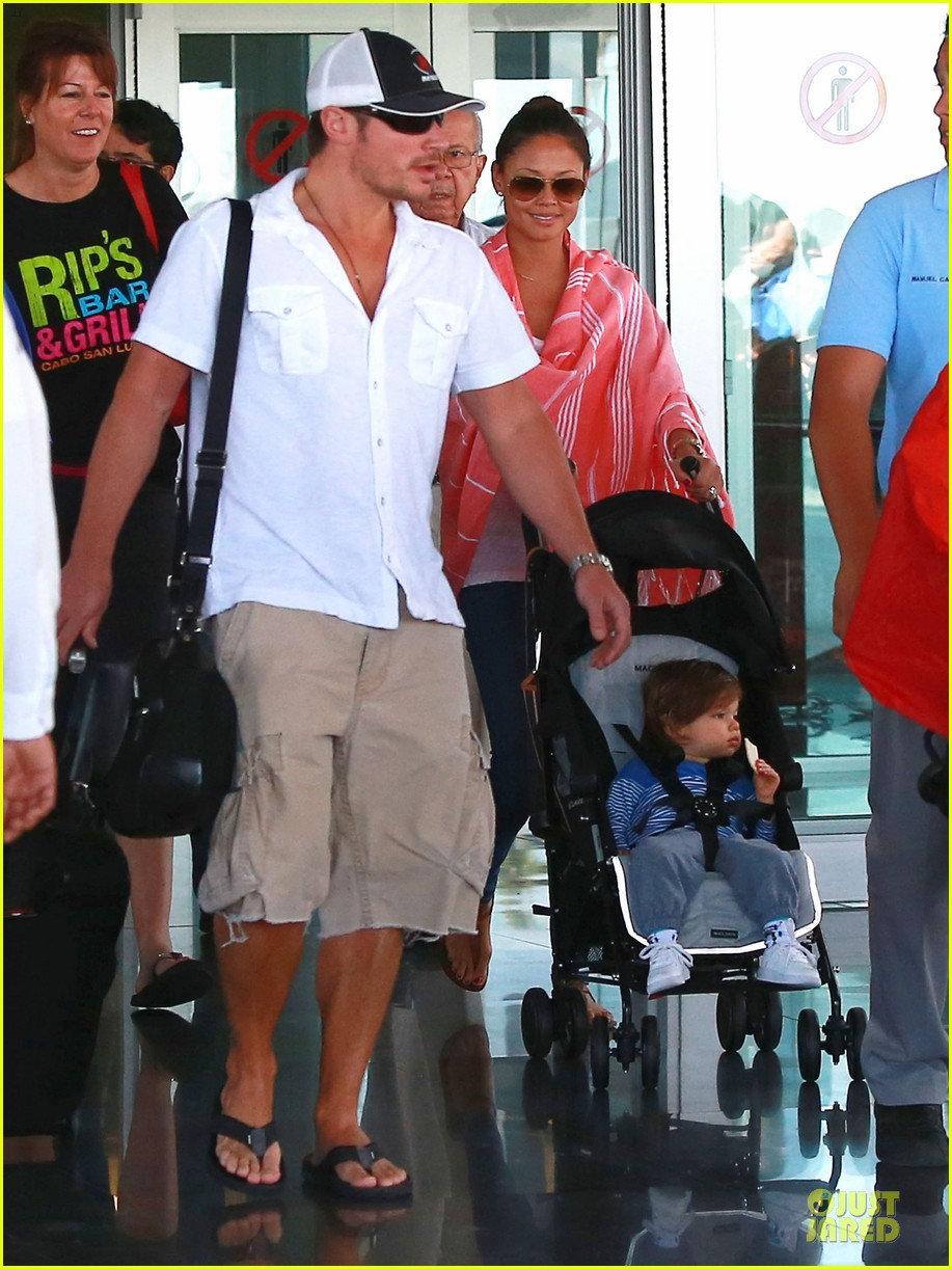 nick lachey cabo san lucas arrival with vanessa minnillo 063020089