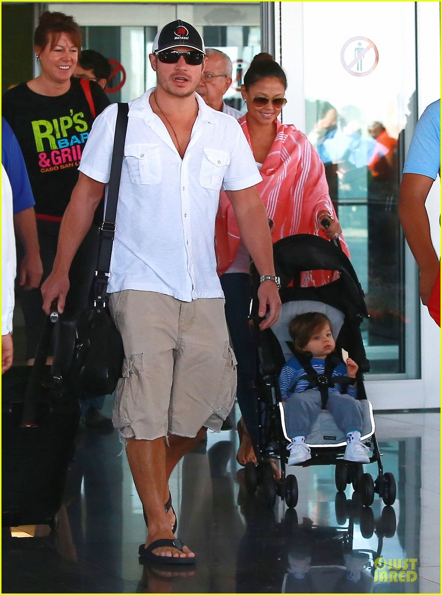 nick lachey cabo san lucas arrival with vanessa minnillo 073020090
