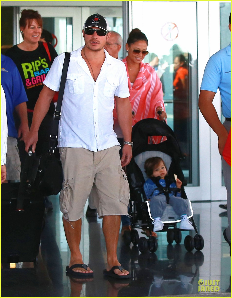 nick lachey cabo san lucas arrival with vanessa minnillo 083020091