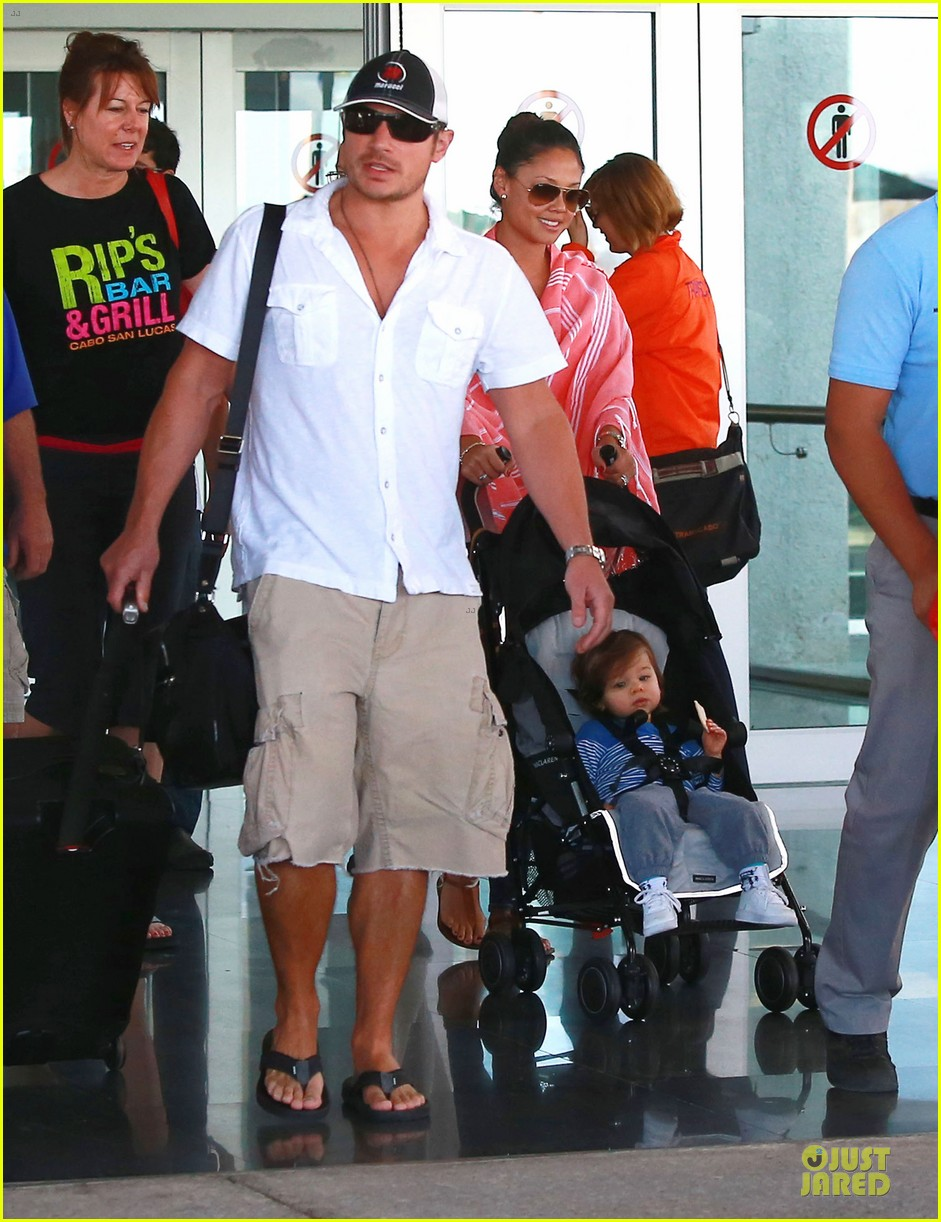 nick lachey cabo san lucas arrival with vanessa minnillo 093020092
