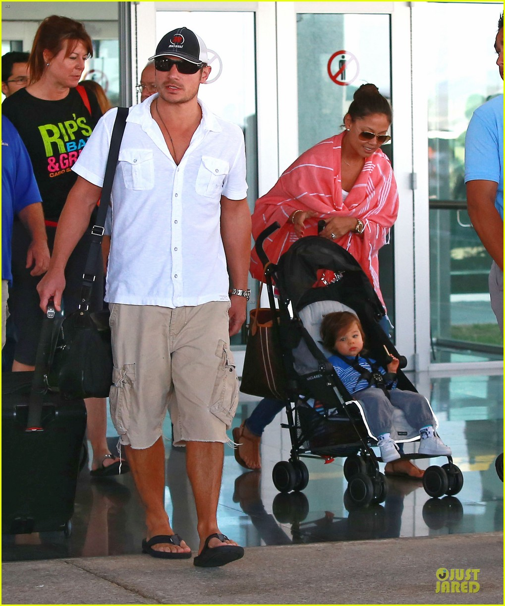 nick lachey cabo san lucas arrival with vanessa minnillo 103020093