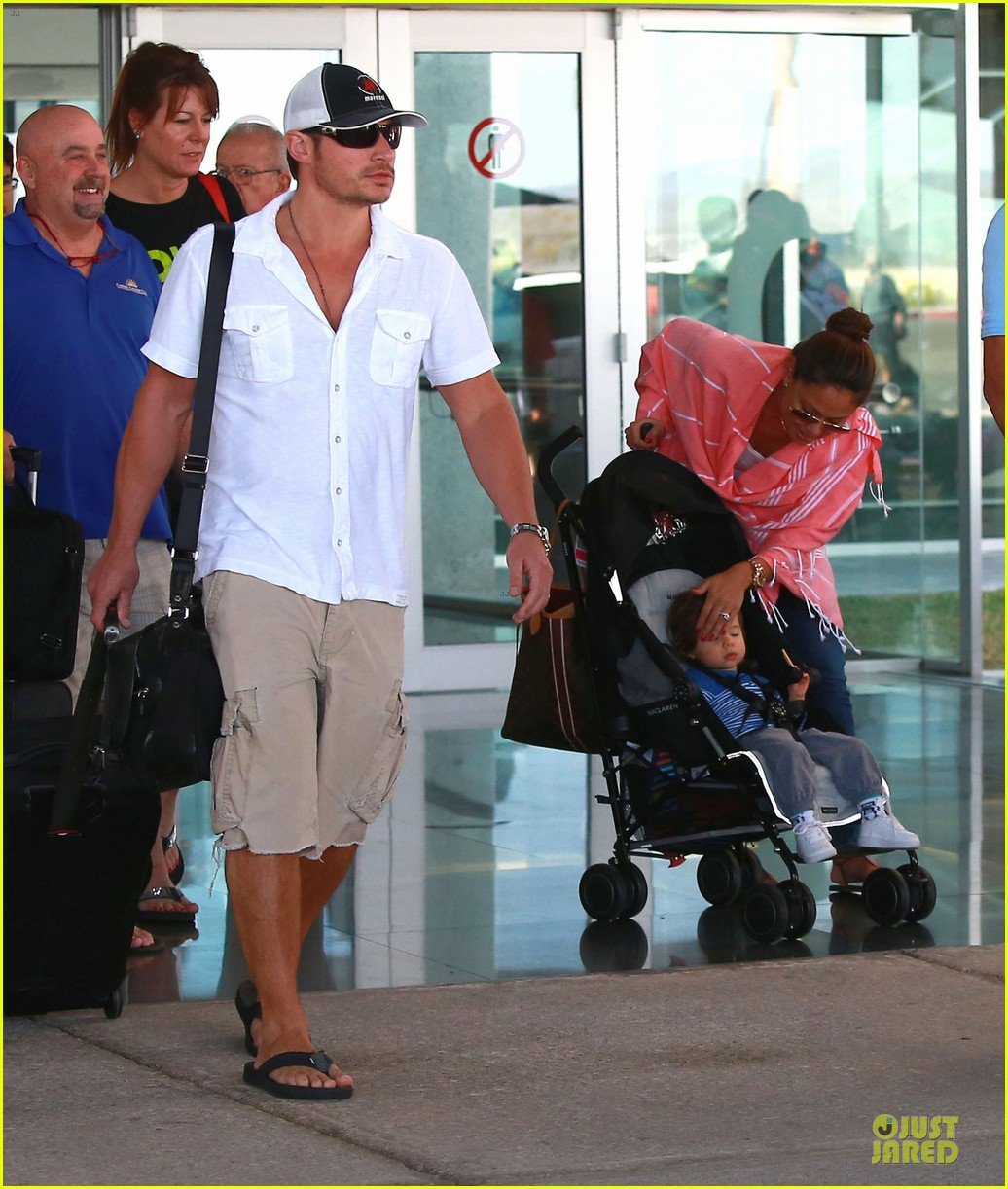 nick lachey cabo san lucas arrival with vanessa minnillo 123020095