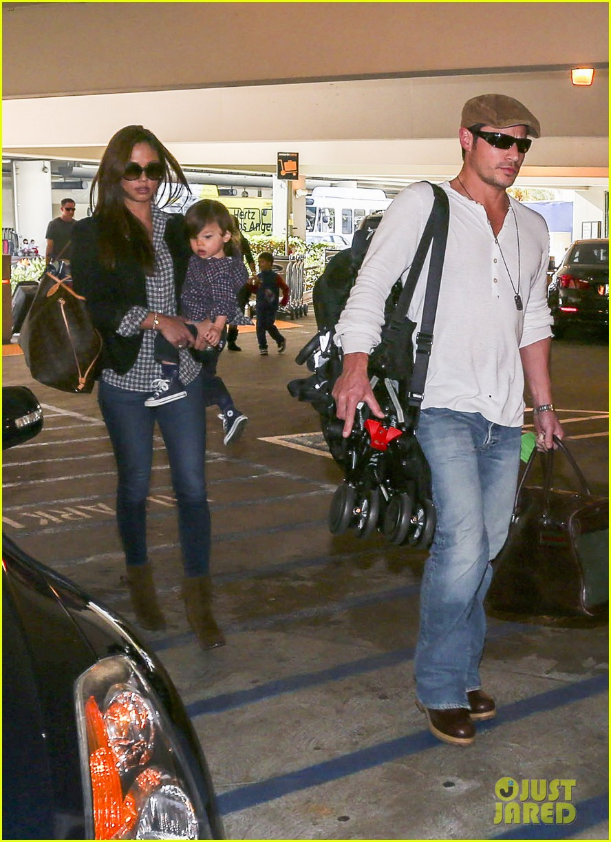 nick lachey wife vanessa lax arrival with son camden 033019323