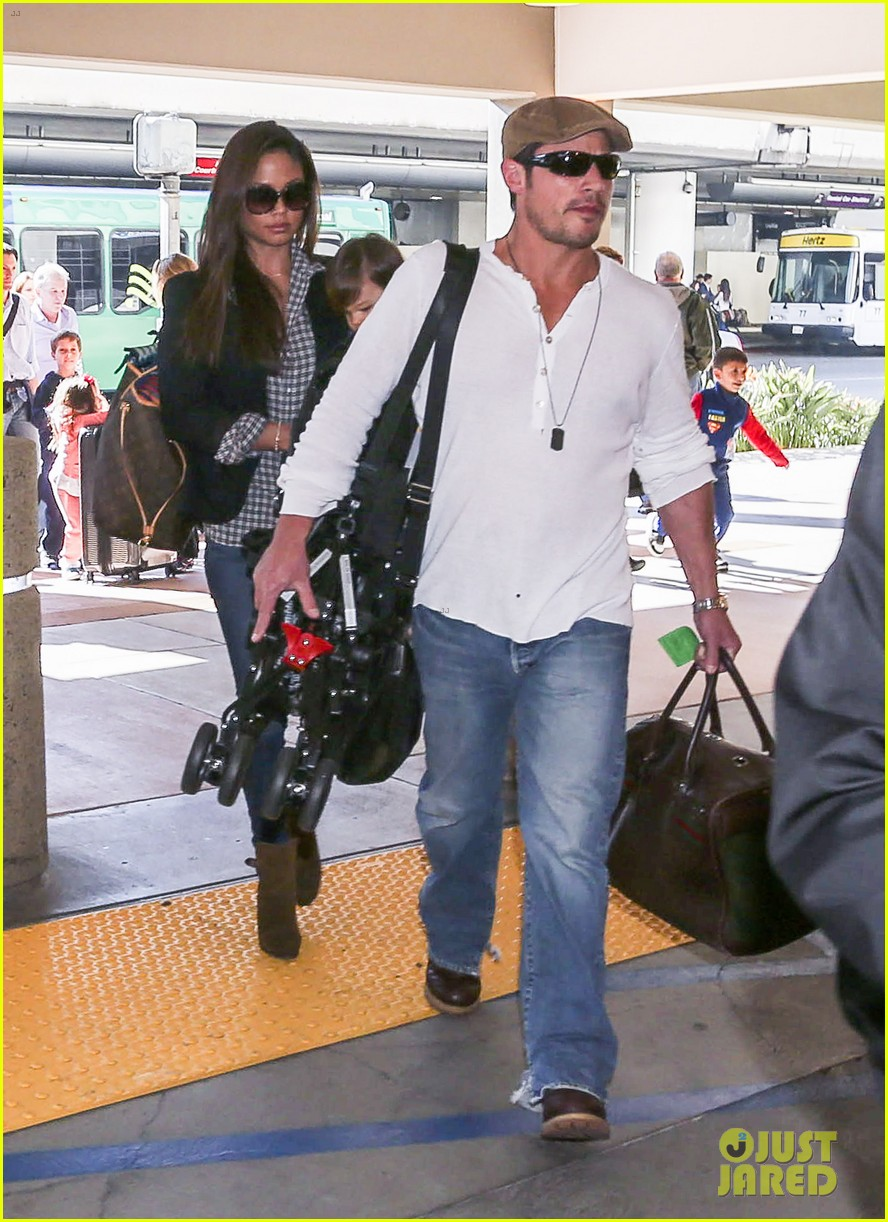 nick lachey wife vanessa lax arrival with son camden 143019334