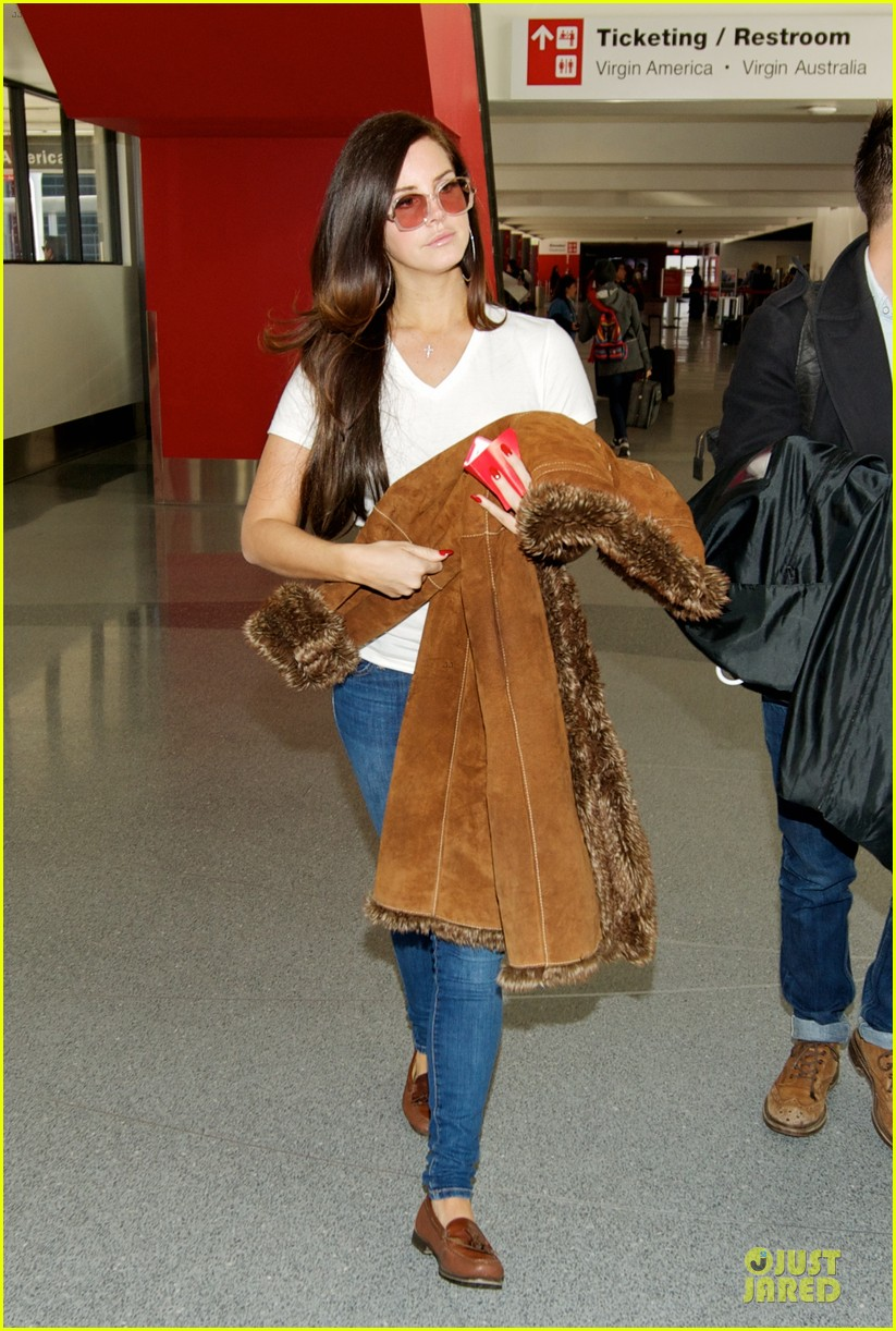 lana del rey casual lax airport after tropico premiere 013010388