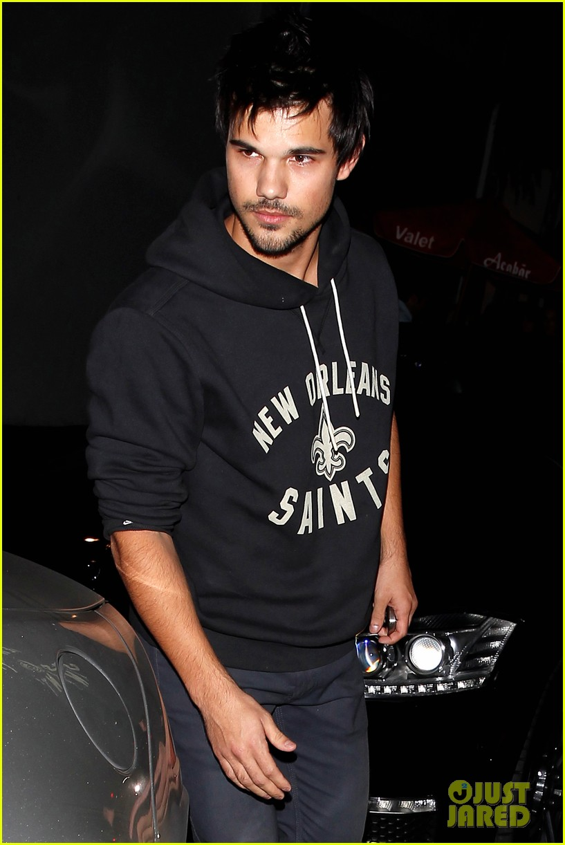 taylor lautner marie avgeropoulos acabar dinner date duo 073010639