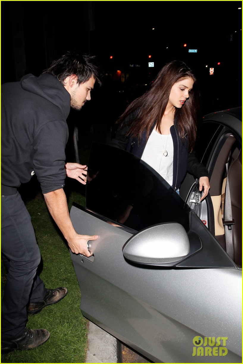 taylor lautner marie avgeropoulos acabar dinner date duo 093010641