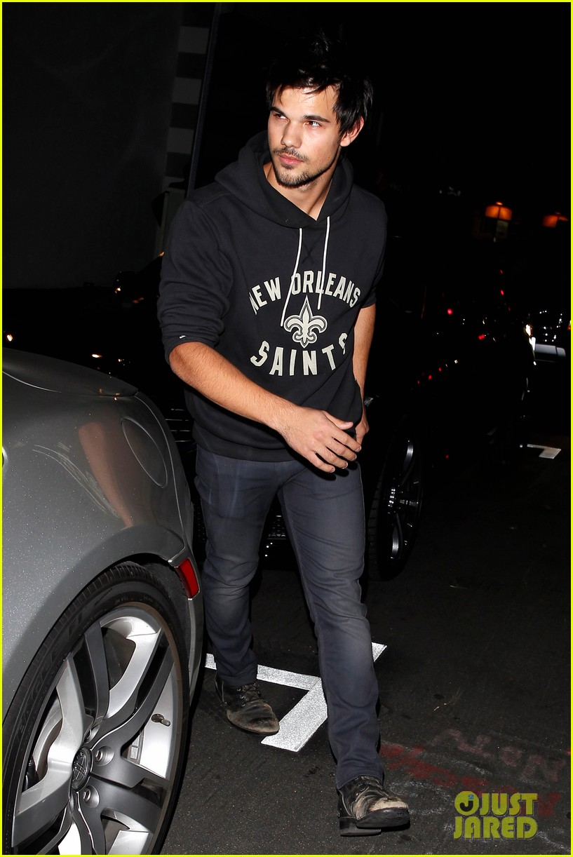 taylor lautner marie avgeropoulos acabar dinner date duo 163010648