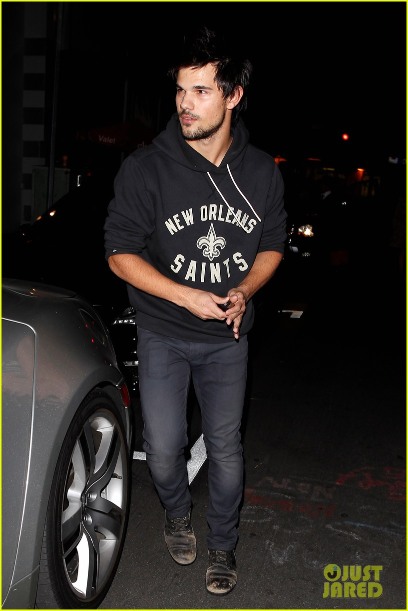 taylor lautner marie avgeropoulos acabar dinner date duo 183010650