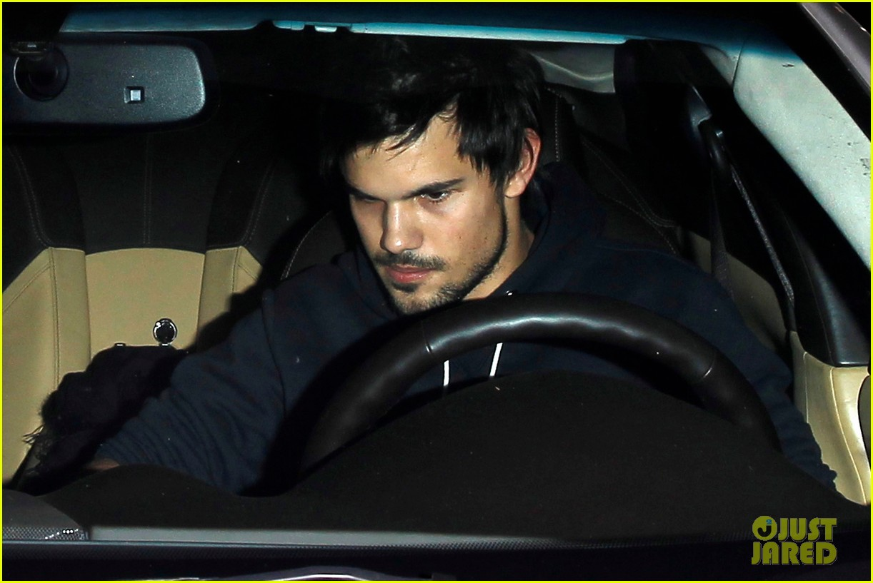 taylor lautner marie avgeropoulos acabar dinner date duo 213010653
