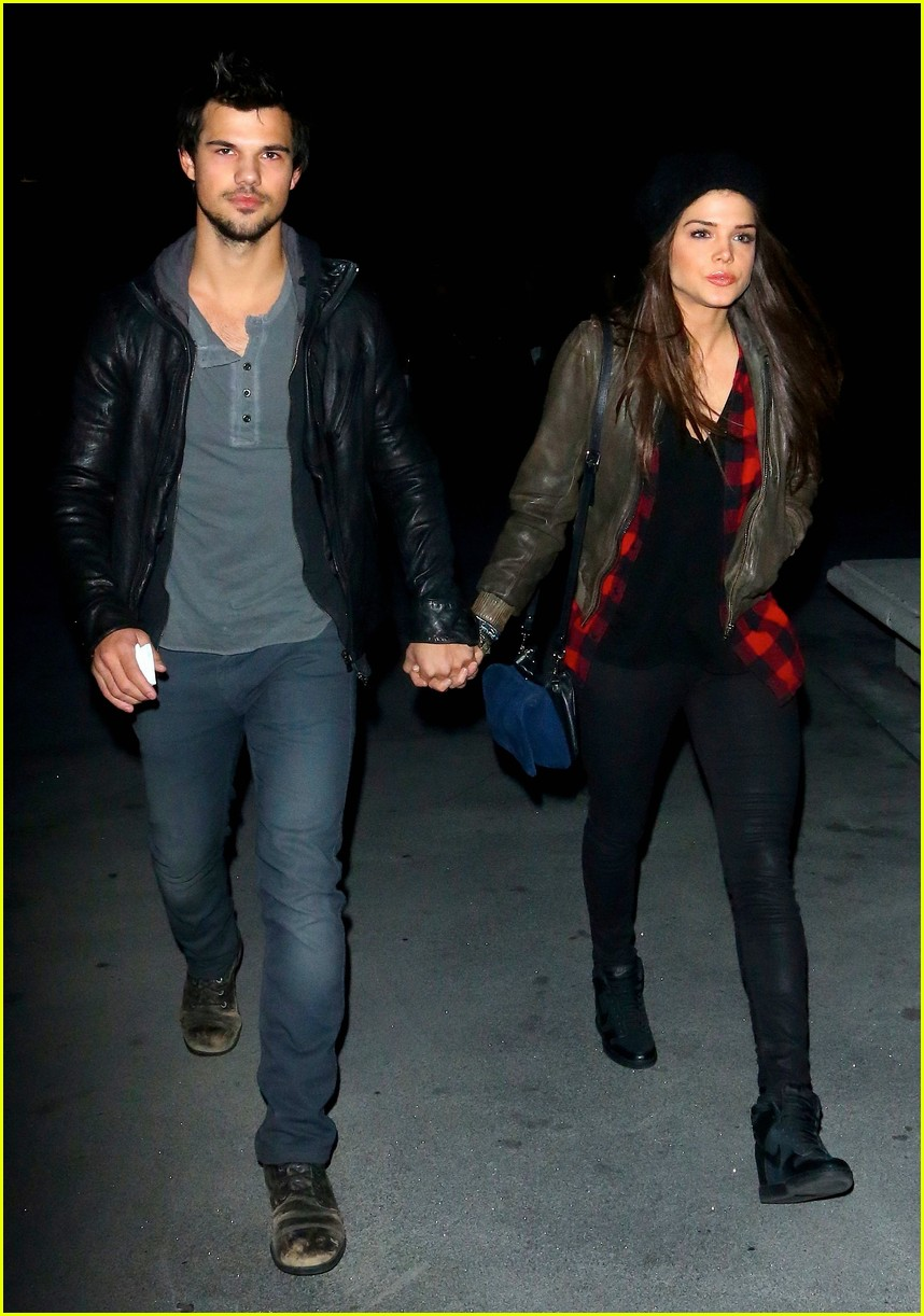 taylor lautner marie avgeropoulos jay z concert goers 013008790