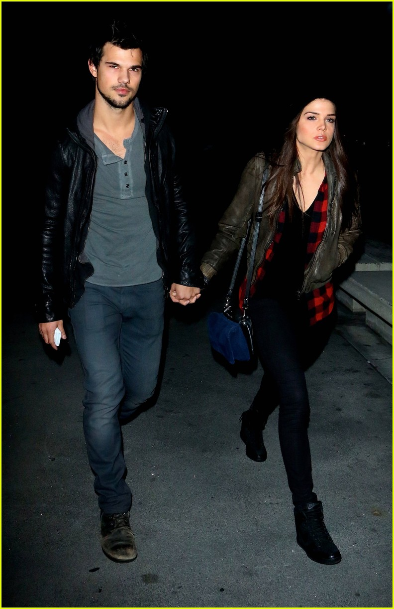 taylor lautner marie avgeropoulos jay z concert goers 073008796