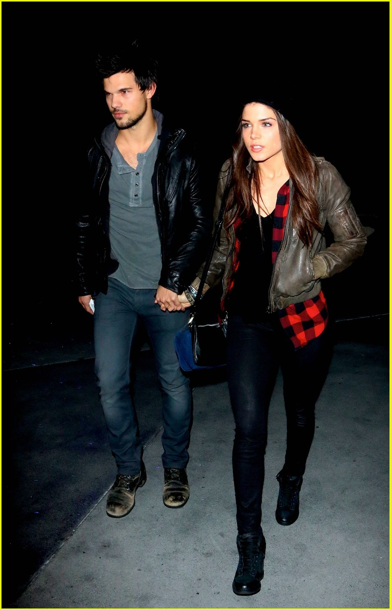 taylor lautner marie avgeropoulos jay z concert goers 083008797