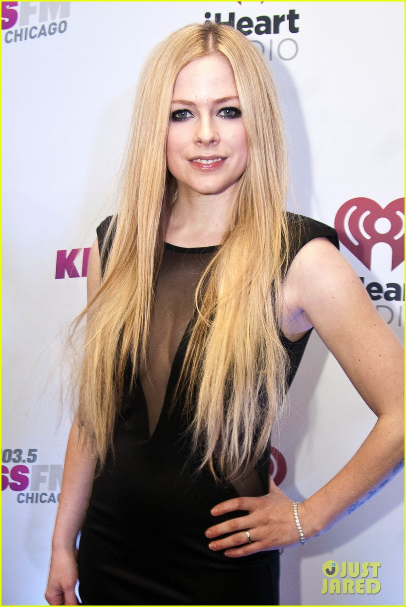 Avril lavigne robin thicke 1035 kiss fms jingle ball 2013 avril lavigne robin thicke 1035 kiss fms jingle ball 2013 voltagebd Image collections