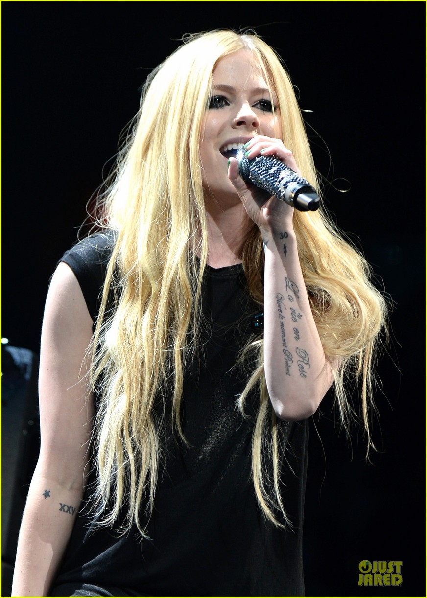 avril lavigne chad kroeger y100 jingle ball 2013 pair 323015656