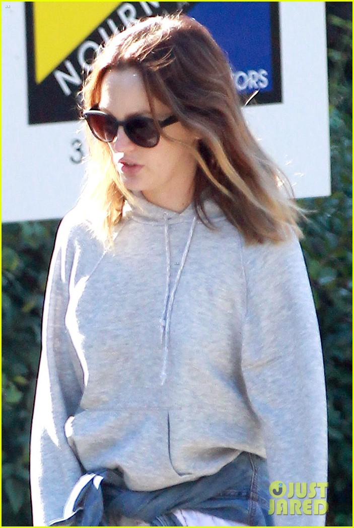 leighton meester adam brody morning dog walk 04