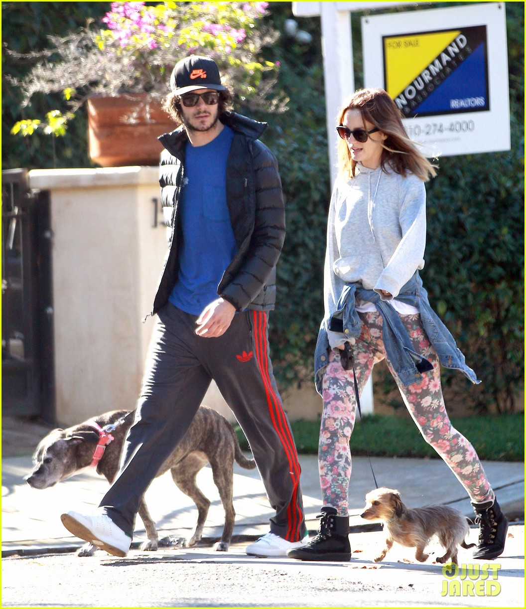 leighton meester adam brody morning dog walk 103016314