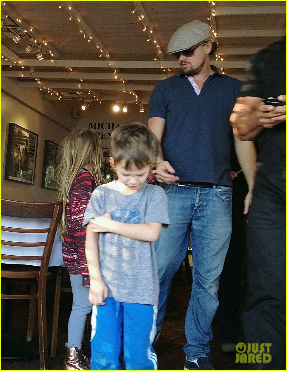 Leonardo DiCaprio Hangs with Tobey Maguire's Kids in WeHo ... тоби магуайр