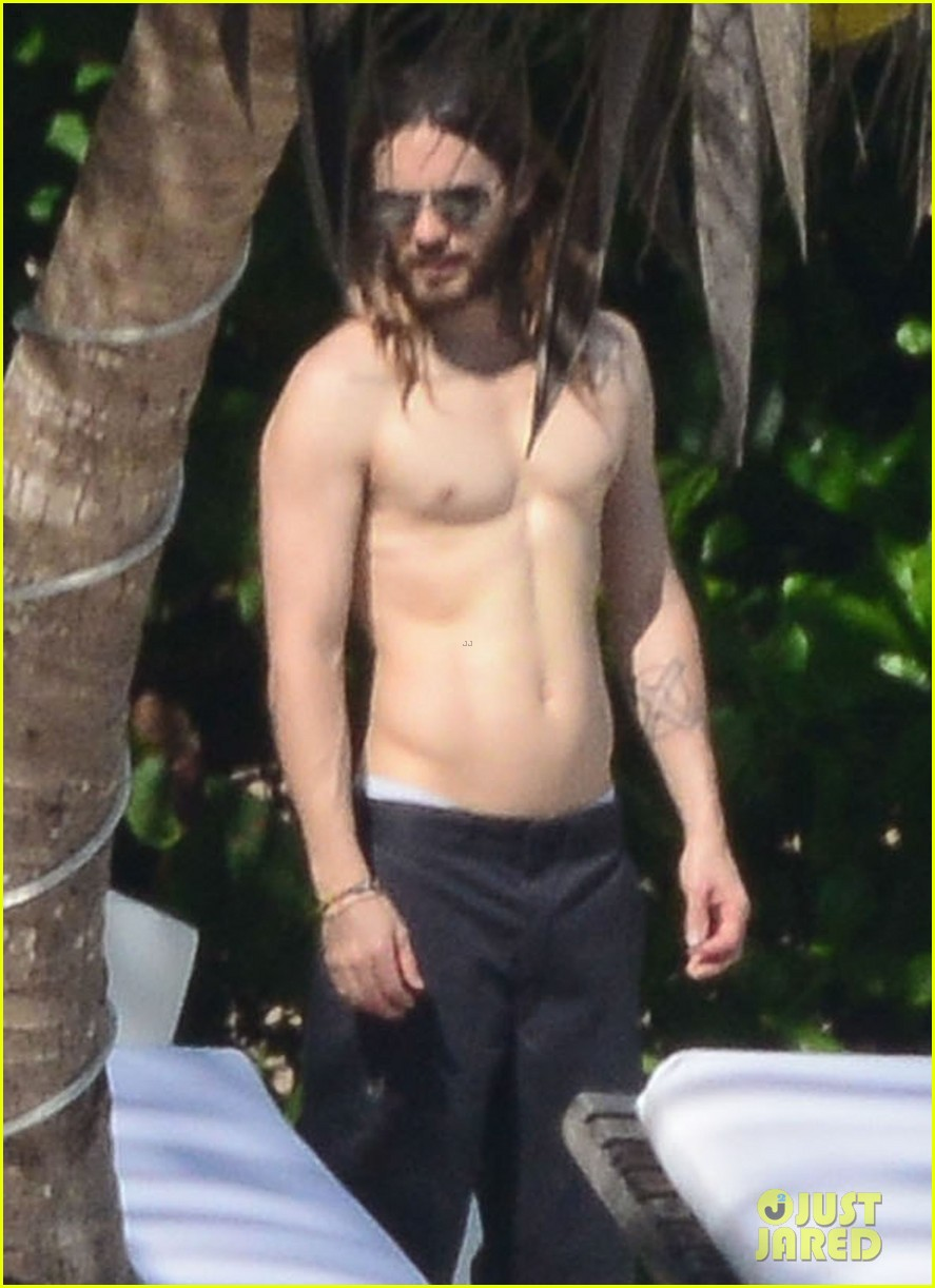 jared leto spends the weekend shirtless in mexico 043019820