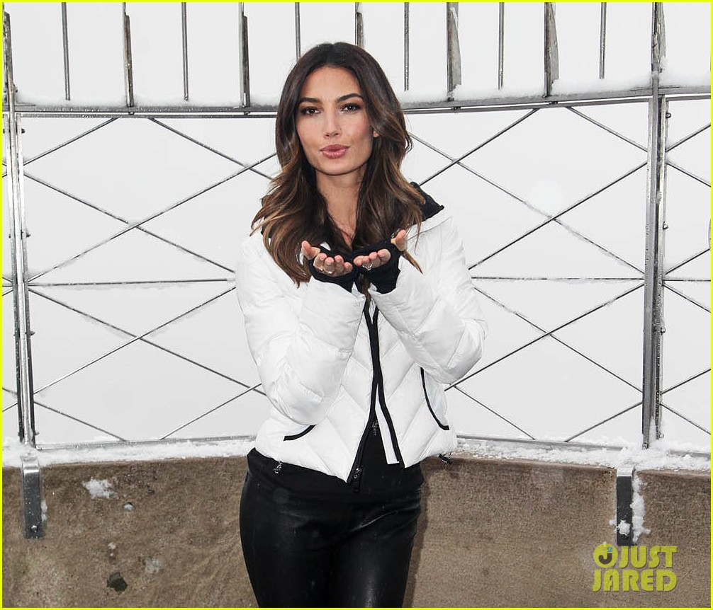 lily aldridge empire state building snow day 06