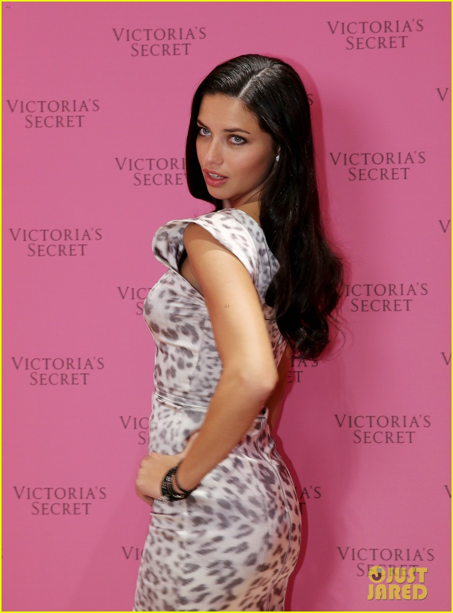 adriana lima launches victorias secret fantasy bra in dubai 083012875