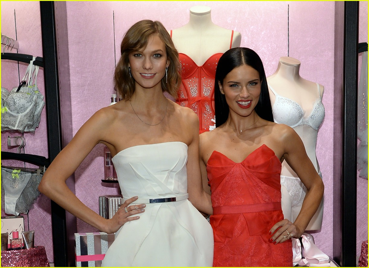adriana lima karlie kloss victorias secret celebrates holiday 063008565