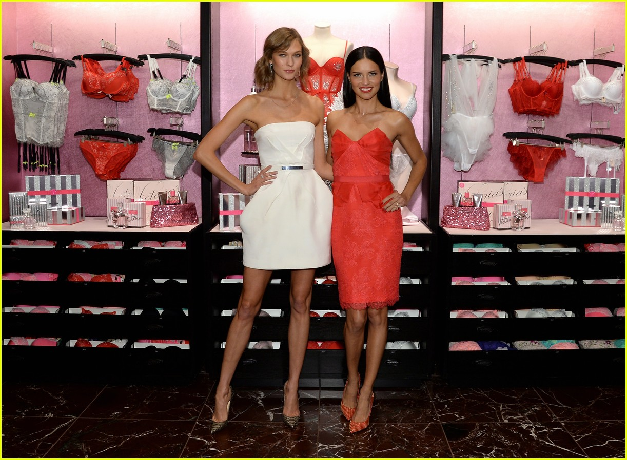 adriana lima karlie kloss victorias secret celebrates holiday 163008575