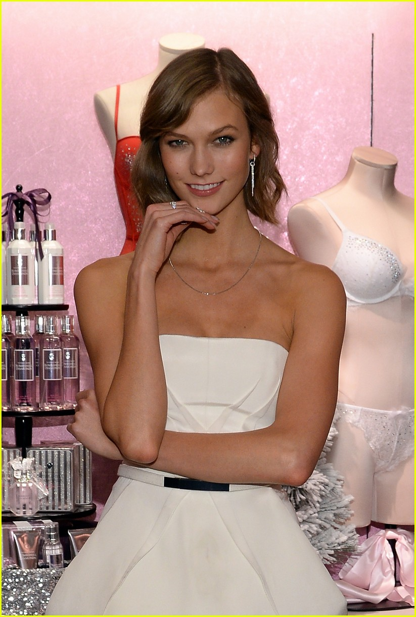 adriana lima karlie kloss victorias secret celebrates holiday 263008585