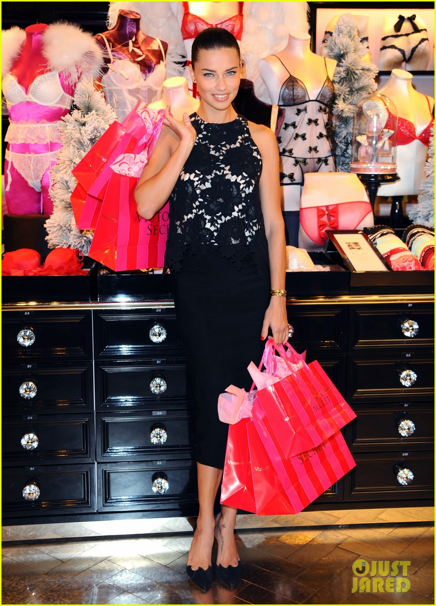 adriana lima victorias secret bond street store photo call 033010592