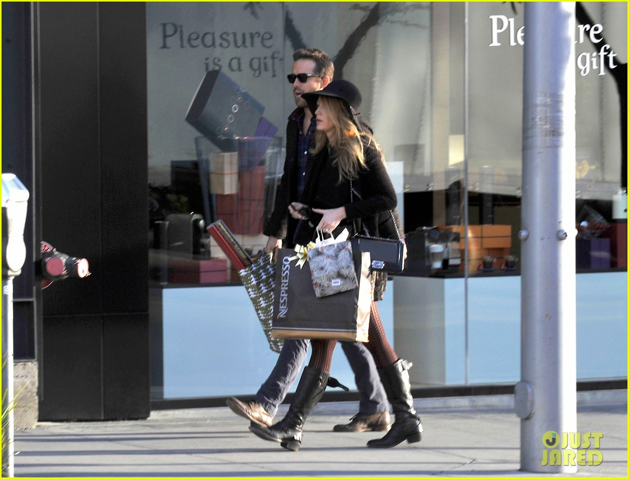 blake lively ryan reynolds shop for holiday supplies at nespresso 033011391