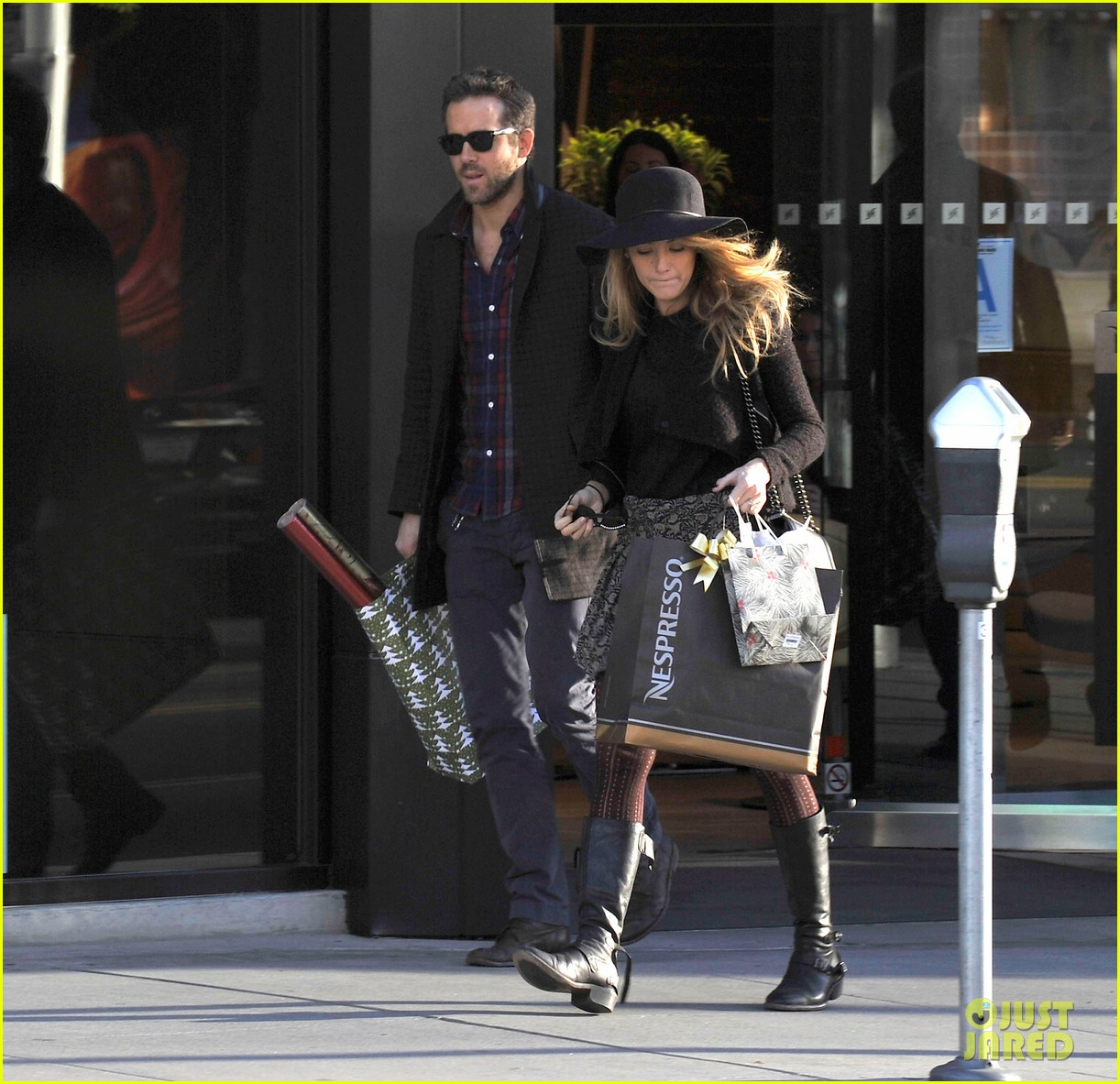 blake lively ryan reynolds shop for holiday supplies at nespresso 053011393