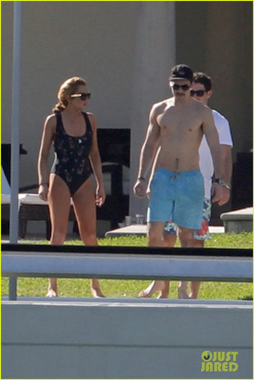 lindsay lohan chills out in her bathing suit in miami 043005731