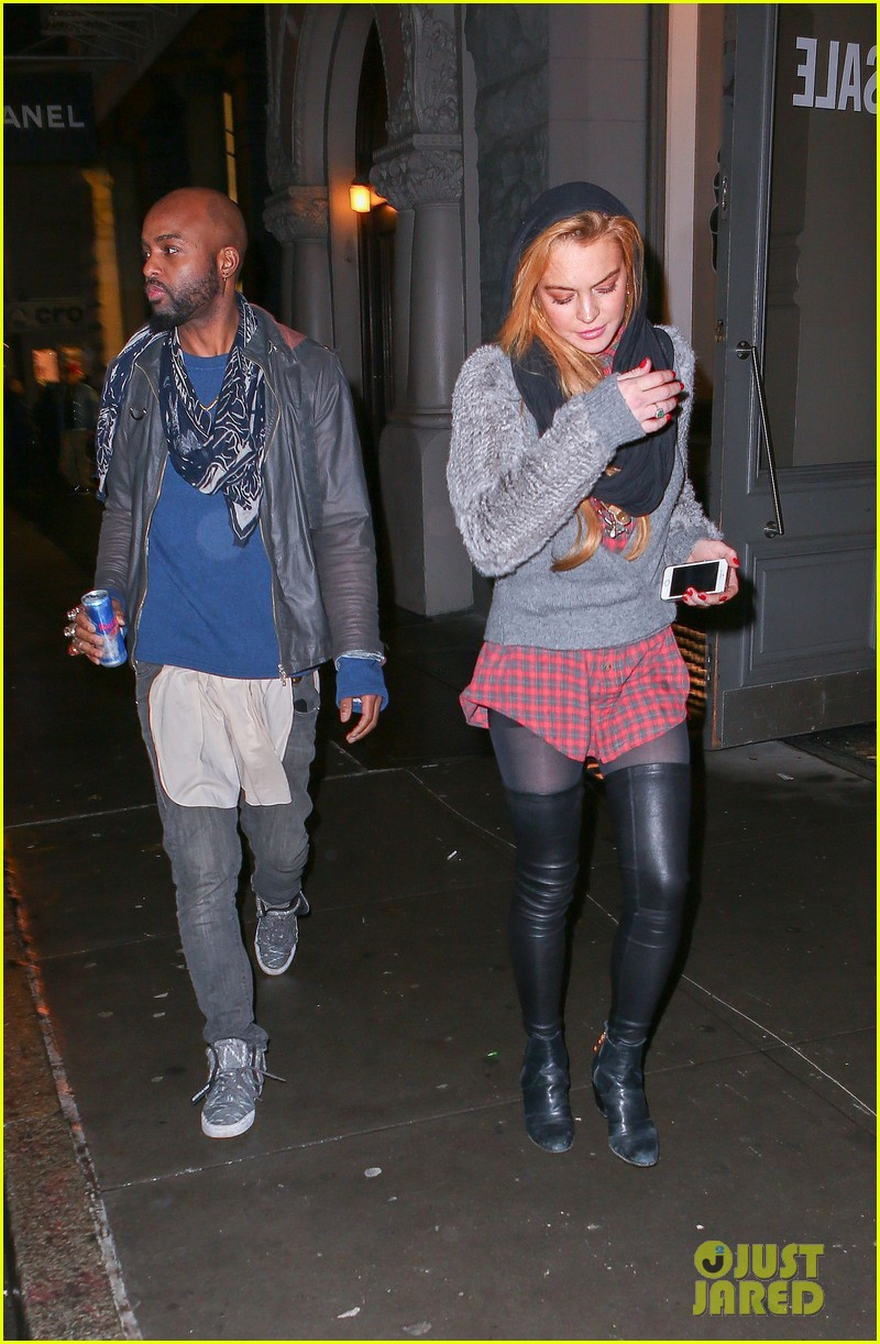 lindsay lohan goes pantsless for last minute shopping trip 123017159