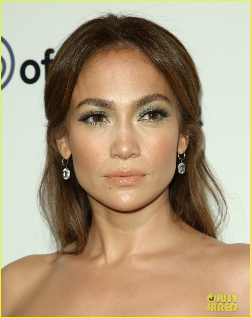 jennifer lopez gives kristin chenoweth her jlo barbie dolls 023006527