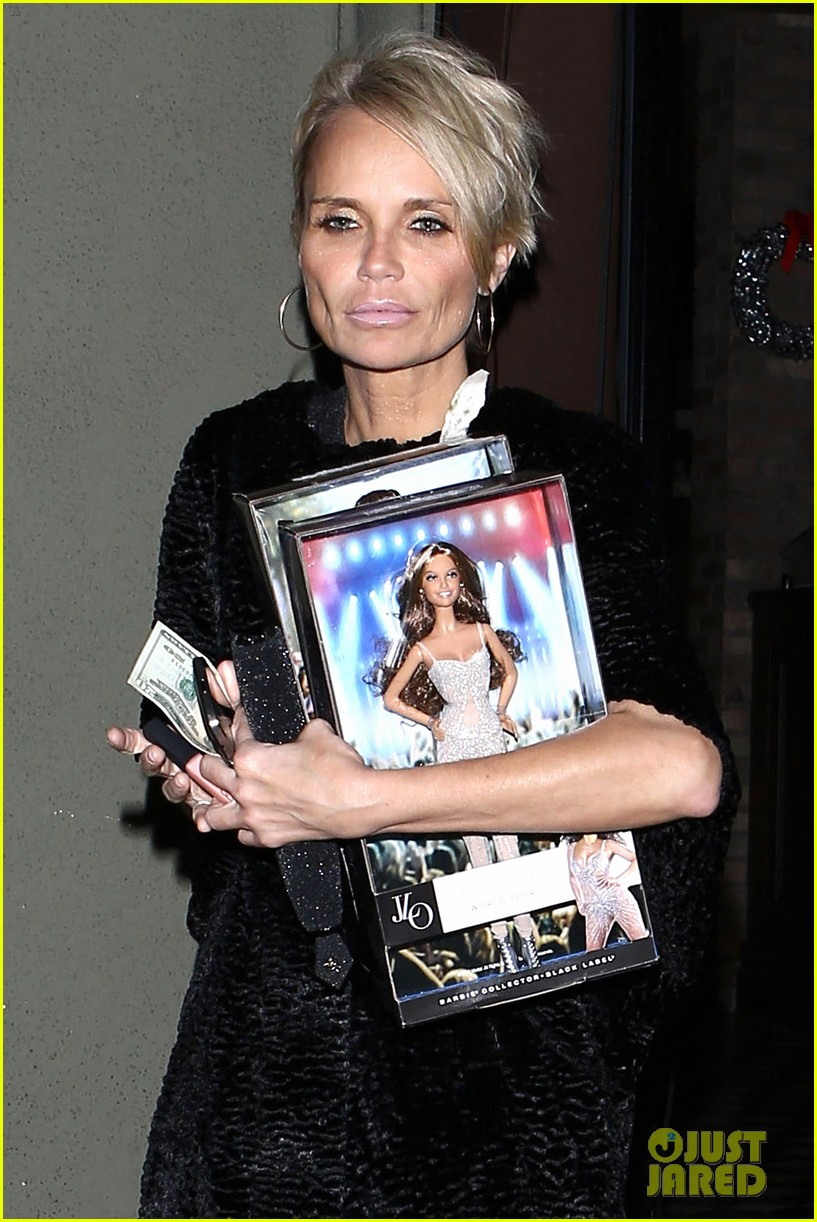 jennifer lopez gives kristin chenoweth her jlo barbie dolls 043006529