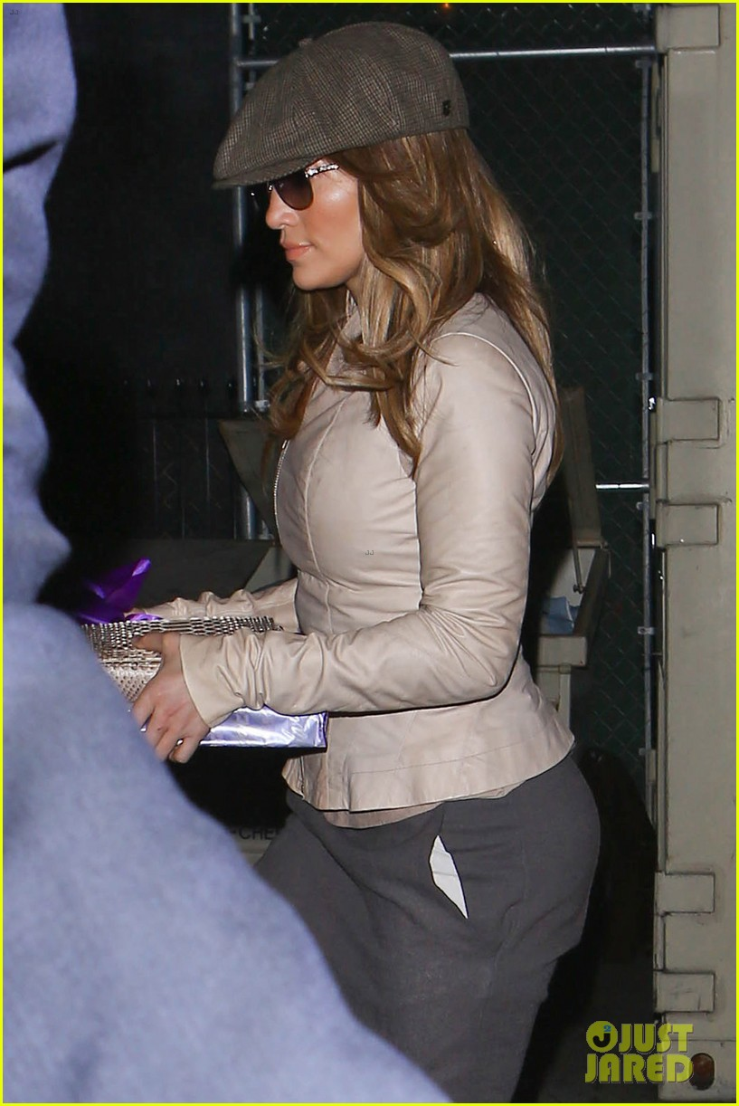 jennifer lopez gives kristin chenoweth her jlo barbie dolls 073006532