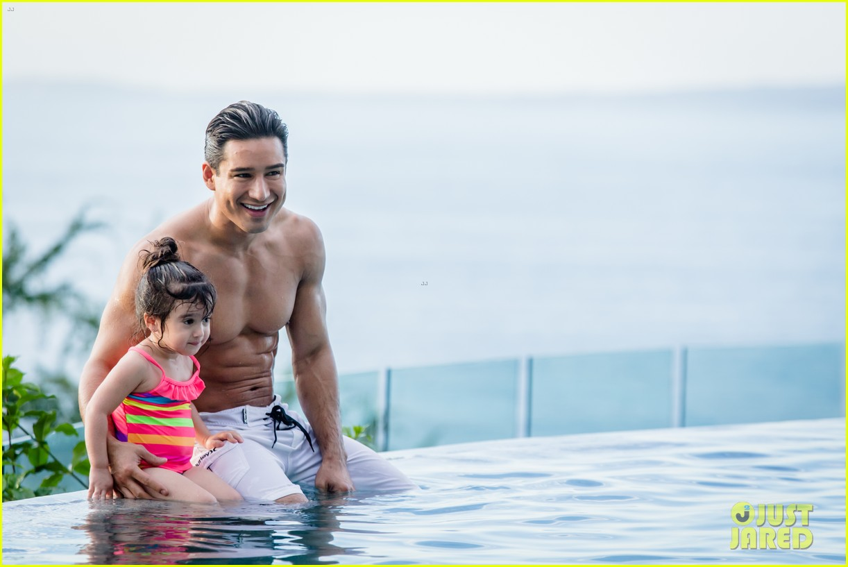 mario lopez displays ripped shirtless body on his family vacation 053018555
