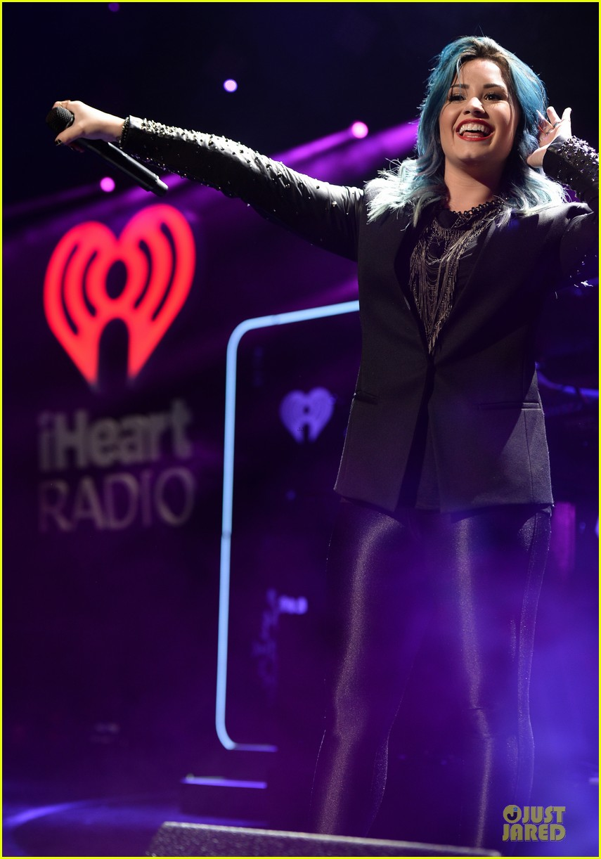 demi lovato performs at y100 jingle ball 2013 043015661