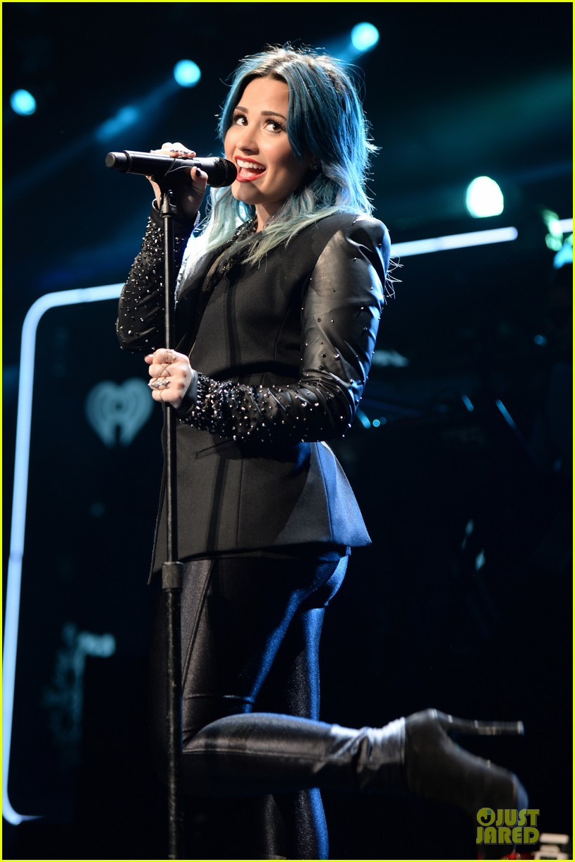demi lovato performs at y100 jingle ball 2013 123015669