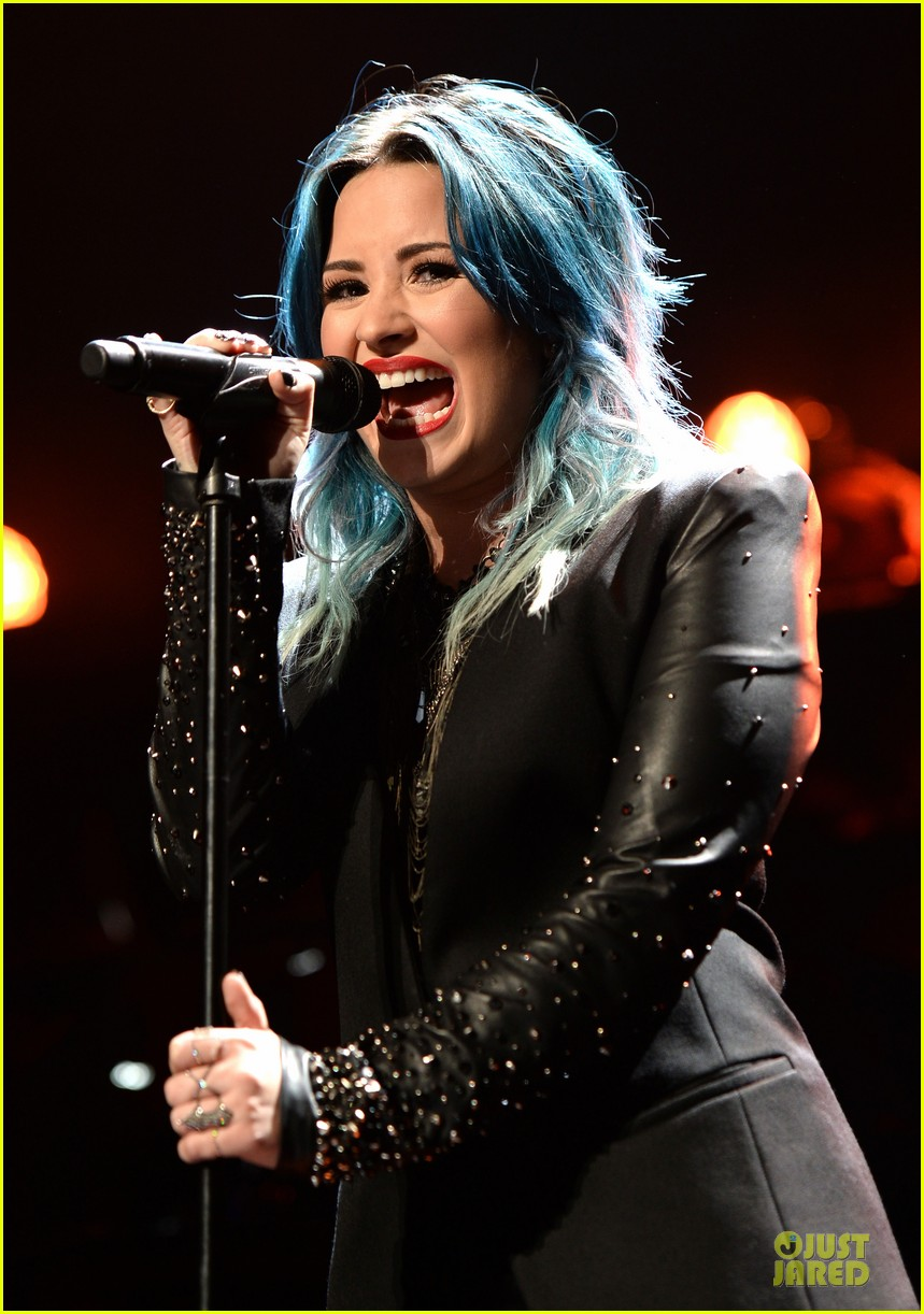 demi lovato performs at y100 jingle ball 2013 133015670