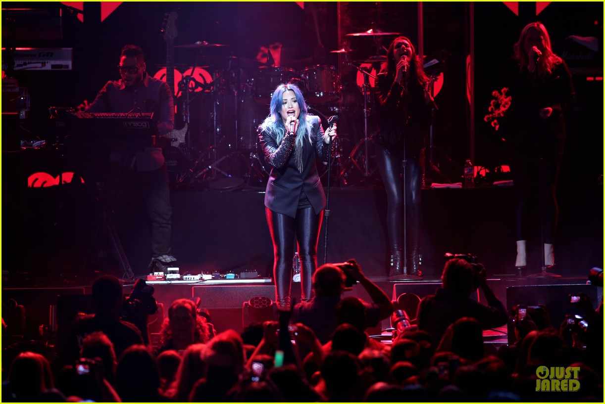 demi lovato performs at y100 jingle ball 2013 183015675