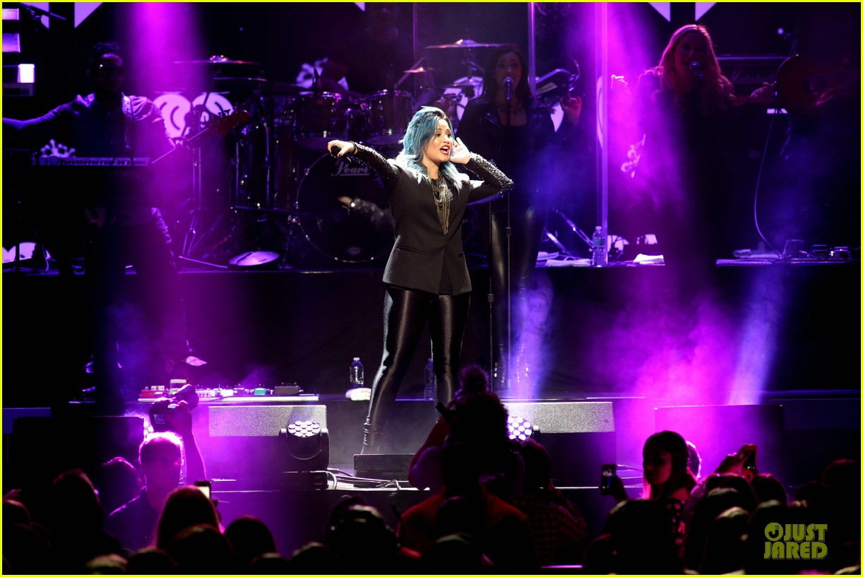 demi lovato performs at y100 jingle ball 2013 203015677