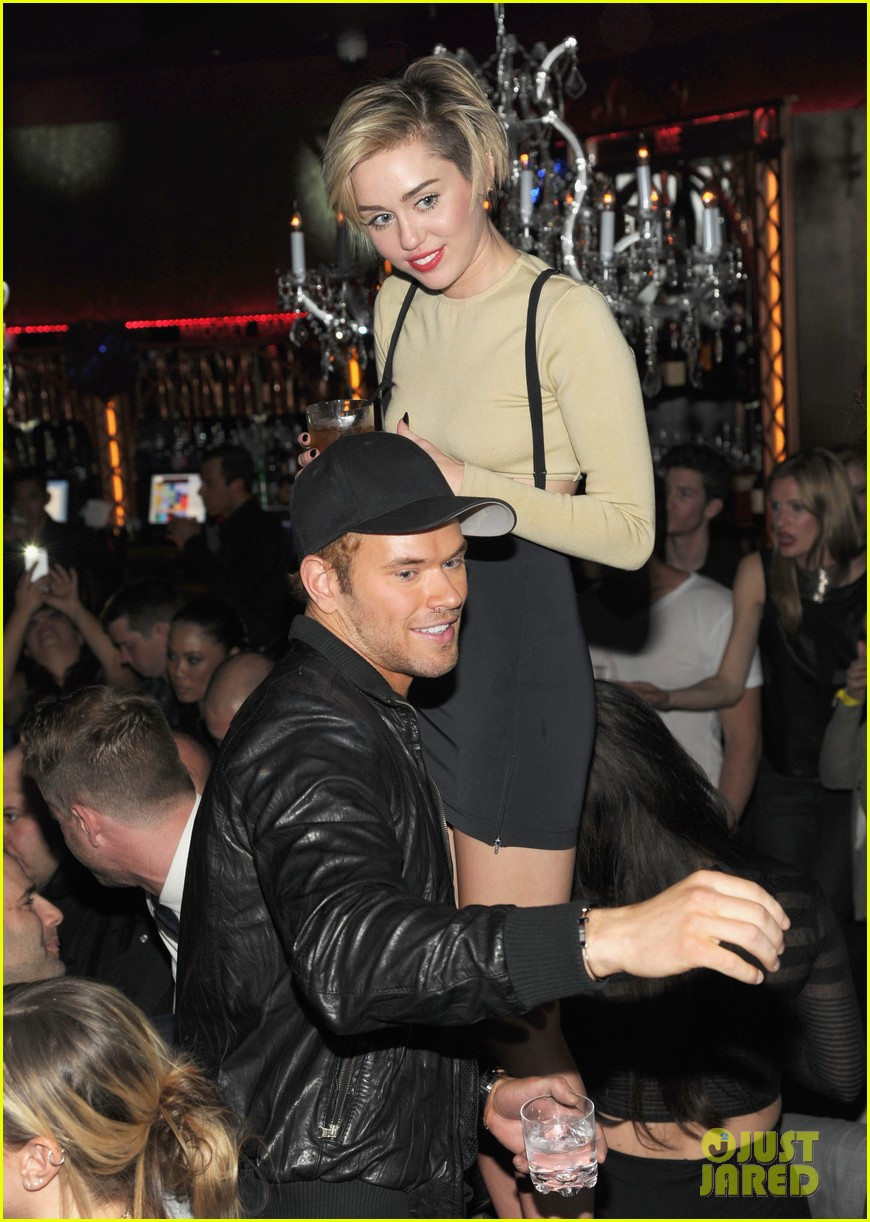 miley cyrus kellan lutz party together in vegas photos 013018891